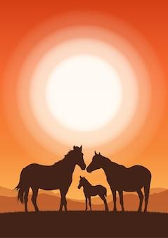 Vertikale landschaft mit sonnenuntergang und silhouette von familienpferden.