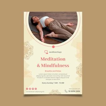 Vertikale plakatschablone für meditation und achtsamkeit