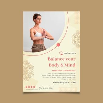 Vertikaler flyer für meditation und achtsamkeit