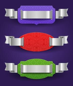 Verzierte farbrahmen mit silbernen bändern