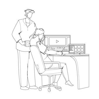 Video-editor, der an laptop am arbeitsplatz schwarze linie bleistiftzeichnung vektor arbeitet. junger mann und frau paar video-editor arbeiten zusammen und bearbeiten film oder clip. charaktere filmproduktion illustration