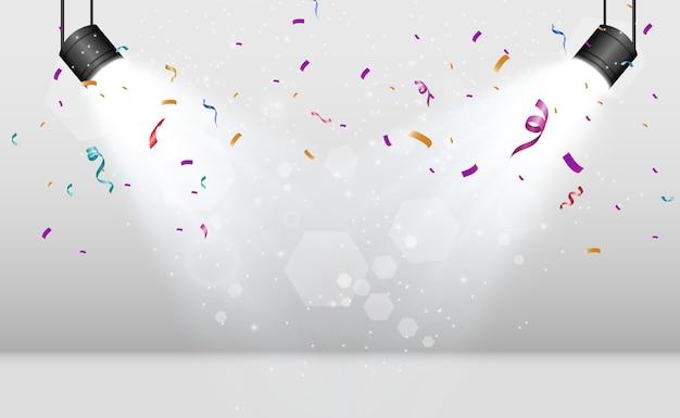 Viele bunte kleine konfetti und bänder auf transparentem hintergrund festlicher ereignis- und party-mehrfarbenhintergrund