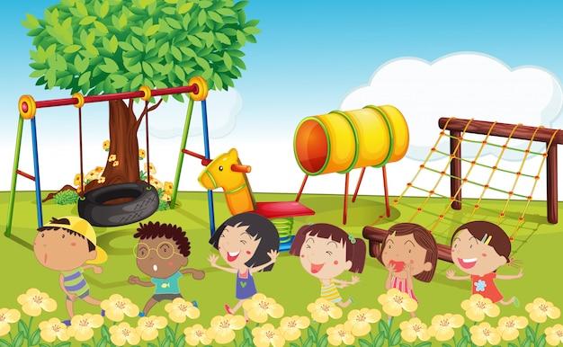 Viele kinder spielen im park
