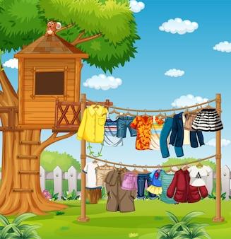 Viele kleider hängen an einer leine vor dem haus