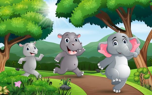 Viele tiere rennen die straße entlang