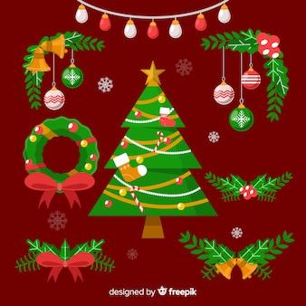 Vielzahl der kiefer verlässt dekorationen mit weihnachtsbaum