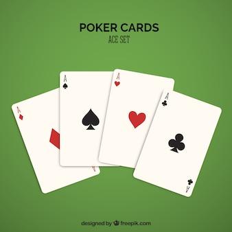 Vier casino-karten in rot und schwarz