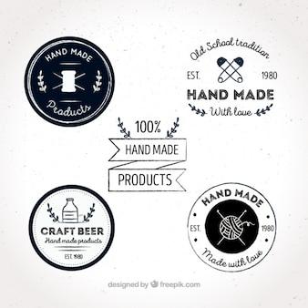Vier etiketten über kunsthandwerk, von hand gezeichnet