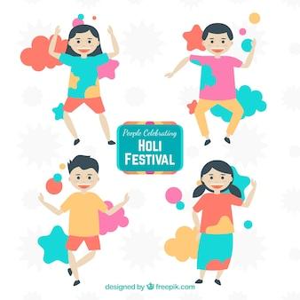 Vier personen feiern holi festival