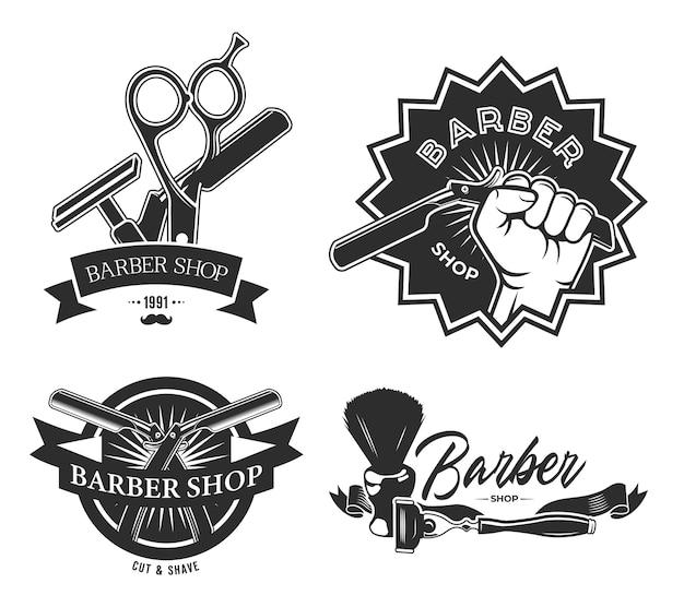 Vintage barbershop flache etiketten gesetzt. monochrome embleme mit friseurstangenschere, rasierpinsel und hand, die rasiermesser-vektorillustrationssammlung halten.