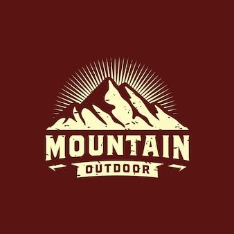 Vintage berg logo design illustration