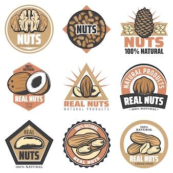 Vintage farbige bio-lebensmittel-embleme mit inschriften und verschiedenen leckeren natürlichen nüssen isoliert