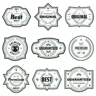 Vintage farbige premium-embleme in verschiedenen formen mit inschriften und floralen grünen kränzen isoliert