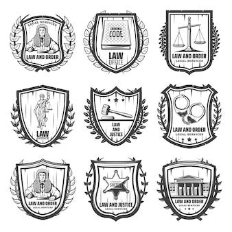 Vintage gerechtigkeit embleme mit richter gesetz buch skalen themis statue hammer handschellen sheriff abzeichen gerichtsgebäude isoliert