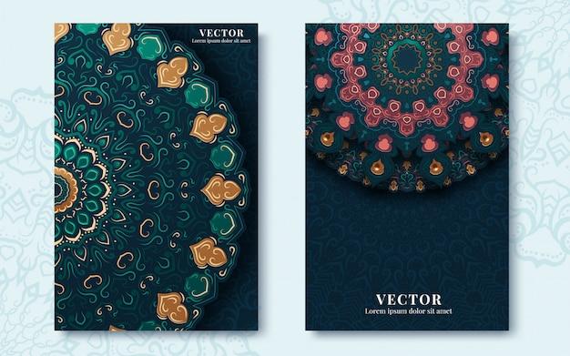 Vintage grußkarten mit strudeln und blumenmotiven im retrostil