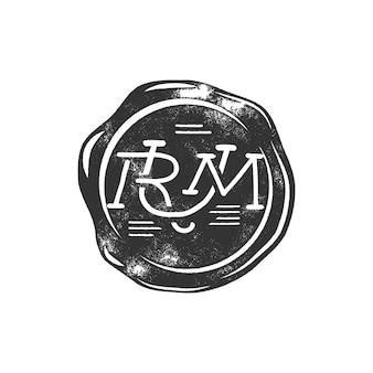 Vintage handgefertigte wachssiegelschablone mit monogramm rum. verwendung als piraten-emblem, etikett, logo. isoliert auf weißem hintergrund. skizzieren gefüllten stil. vektor-silhouette-vorlage.