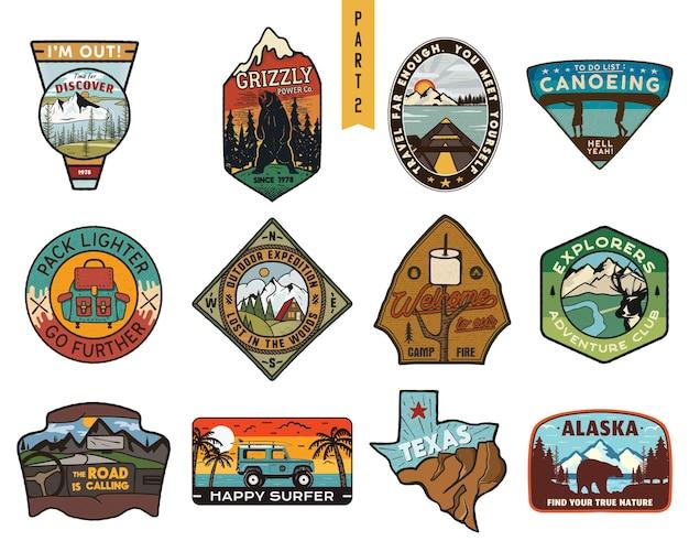 Vintage handgezeichnete reiseabzeichen gesetzt. camping-etiketten-konzepte. logodesigns für bergexpeditionen. outdoor-wanderembleme. sammlung von camp-logos. vektor-patches isoliert auf weißem hintergrund.