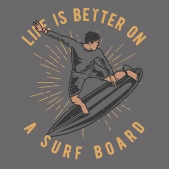 Vintage handgezeichneter mann beim surfen mit grunge-effekt und starburst-hintergrund