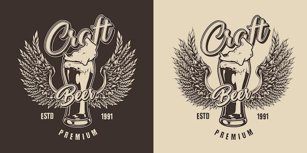 Vintage-label brauen mit glas bier und weizenähren in adlerflügelformen