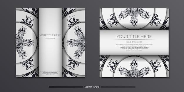 Vintage light color postkartenvorbereitung mit abstrakten mustern. vektor-vorlage für print-design der einladungskarte mit mandala-ornament.