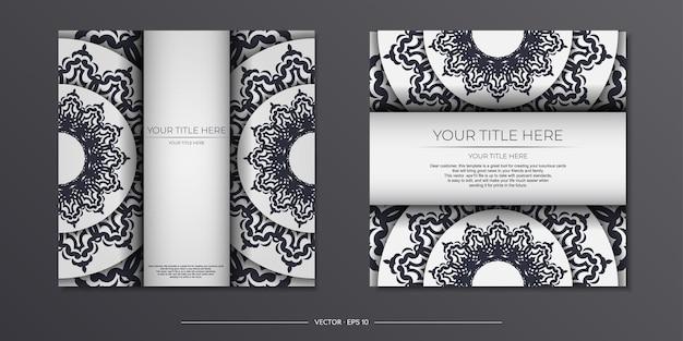Vintage light farbpostkartenvorbereitung mit abstrakter verzierung. vorlage für das design einer druckbaren einladungskarte mit mandala-mustern.