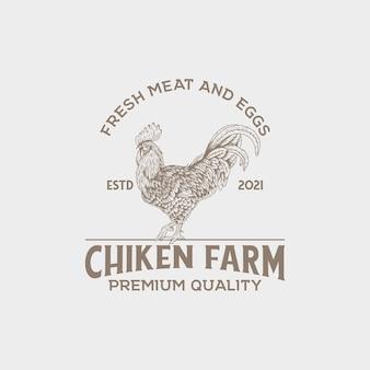 Vintage-logo der hühnerfarm mit handgezeichnetem stil