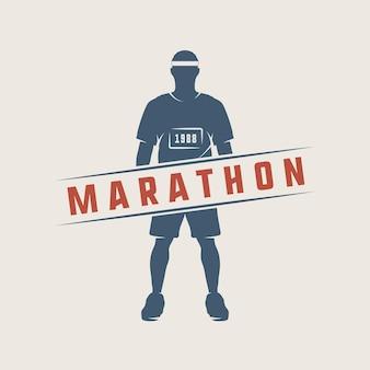 Vintage-marathon oder lauflogo, emblem, abzeichen, poster, druck oder etikett. vektor-illustration.