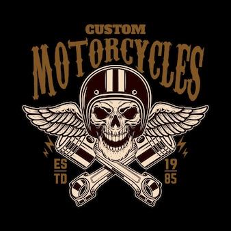 Vintage racer schädel in geflügelten helm und kolben