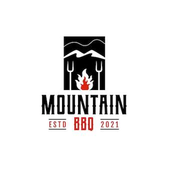 Vintage retro rustikaler bbq grill, barbecue, barbeque mit mountain label stamp logo design vector geeignet für restaurant