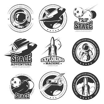 Vintage rock-and-roll-musik-vektor-etiketten, embleme, abzeichen, aufkleber mit gitarre und lautsprecher silhouetten. rockmusikemblem, retro- weinlese-rock-and-rollaufkleberillustration