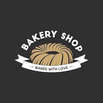 Vintage-stil bäckerei einfaches etikett, abzeichen, emblem, logo-vorlage. grafische lebensmittelkunst mit graviertem kuchendesign-vektorelement mit typografie. lineares bio-gebäck auf schwarzem hintergrund.