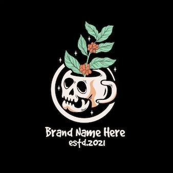 Vintage totenkopf als kaffeetasse mit kaffeepflanze im inneren