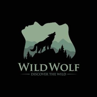 Vintage wild wolf logo isoliert auf schwarz