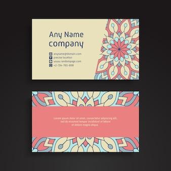 Visitenkarte. dekorative elemente der weinlese. dekorative blumenvisitenkarten oder einladung mit mandala
