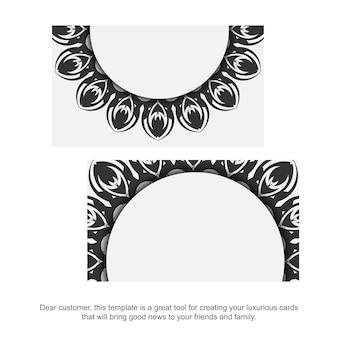 Visitenkartendesign weiße farben mit mandalaverzierung. stilvolle visitenkarten mit platz für ihren text und schwarzen mustern.