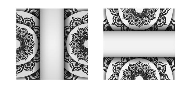Vorlage für print-design-postkarten in weißer farbe mit schwarzen mandala-mustern. vektor vorbereitung der einladungskarte mit platz für ihren text und ihre verzierung.