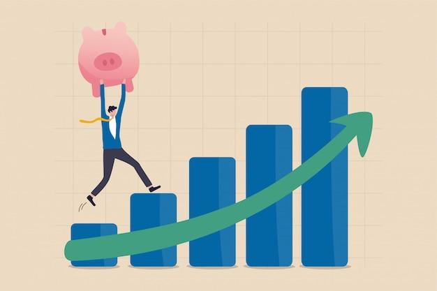 Wachstum, wohlstand, wirtschaft oder wachstumsrendite im spar- und investitionskonzept, zuversichtlicher geschäftsmann-investor, halten wohlhabendes rosa sparschwein, das aufsteigendes grünes pfeil-aktienbalkendiagramm aufsteigt.