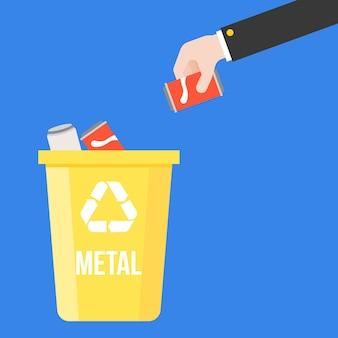 Wählen sie das metall aus, das aus einem erfrischungsgetränk und einem bunten papierkorb in dosen konserviert ist