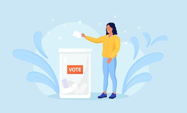 Wahlkampagne. wähler, die stimmzettel im wahllokal abgeben. person, die eine entscheidung trifft und stimmzettel in die abstimmungsbox legt. idee von demokratie und regierung