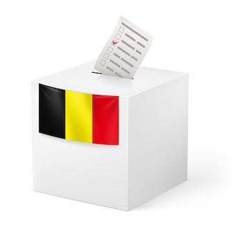 Wahlurne mit stimmpapier. belgien.
