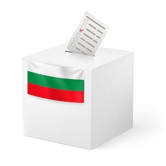 Wahlurne mit stimmpapier. bulgarien.