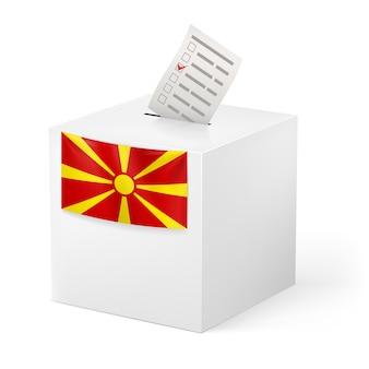 Wahlurne mit stimmpapier. mazedonien