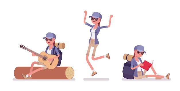 Wanderfrau im lager mit gitarre