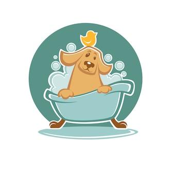 Waschen sie ihr haustier, den lustigen cartoonhund, der ein bad in der badewanne nimmt