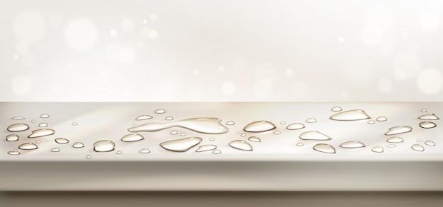 Wasser verschüttet auf der perspektivischen ansicht der tischplatte. leere arbeitsplatte mit aquaspritzern