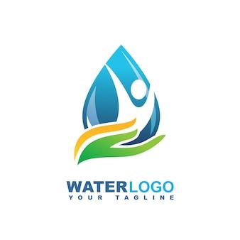 Wassertropfen-vektor-logo mit grünem blatt und hand