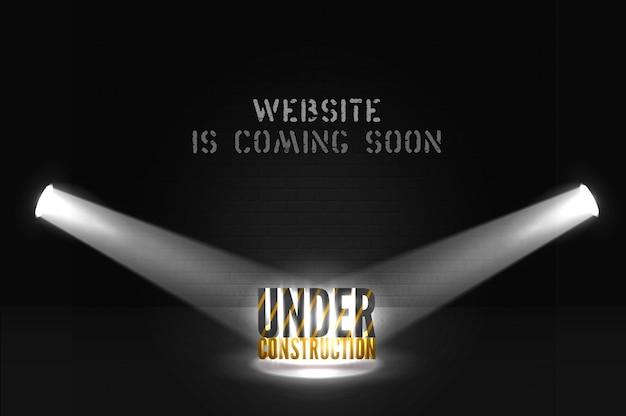 Website im aufbau mit text im suchscheinwerfer auf szene. kommt bald und scheinwerfer auf schwarzem hintergrund. webseite dunkles banner mit glänzenden lichtern.