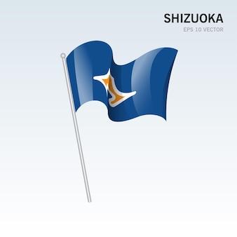 Wehende flagge der präfekturen shizuoka von japan isoliert auf grauem hintergrund