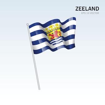 Wehende flagge der provinzen zeeland der niederlande isoliert auf grauem hintergrund