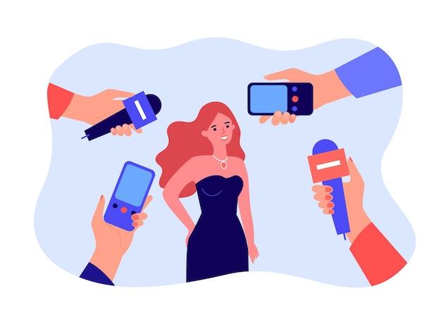 Weibliche cartoon-berühmtheit in kleid und händen mit mikrofonen. journalisten interviewen berühmte schauspielerin flache vektorgrafiken. interview, medienkonzept für banner, website-design oder landing-webseite